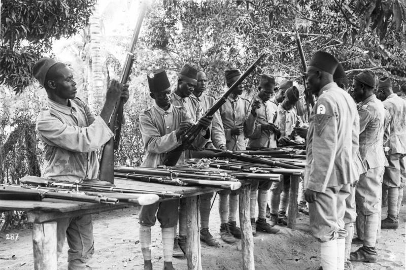 Bundesarchiv Bild 105-DOA6364, Deutsch-Ostafrika, Polizeiaskaris