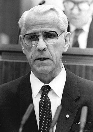 Willi Stoph - Willi Stoph in June 1986