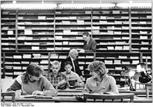 Bundesarchiv Bild 183-1987-1112-013, Dresden, Bibliothek, Lesesaal.jpg