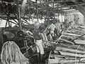 COLLECTIE TROPENMUSEUM Arbeiders aan het werk in een loods met machines van een vezelfabriek in Natar TMnr 60051065.jpg