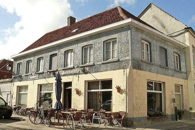 """Bestand:Café """"St-Jacobshuis"""", hoekpand bij de Walram Romboudtstraat, Onder de Toren 13.JPG"""