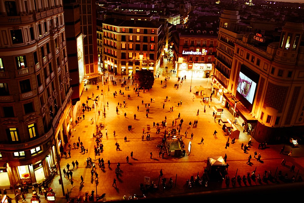 Callao at night (8328281152)