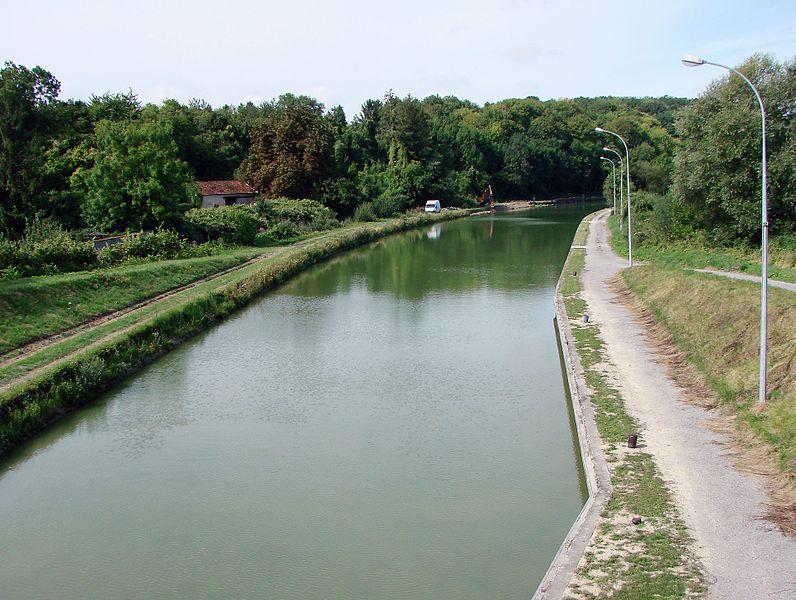 Le canal latéral à l'Aisne à Berry-au-Bac.