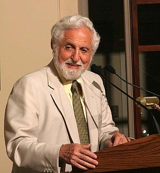 Othmer Gold Medal - Image: Carl Djerassi HD2004 at podium crop