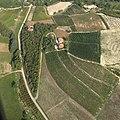 Castagnole delle Lanze, veduta aerea - La cascina Salera Bassa.jpg