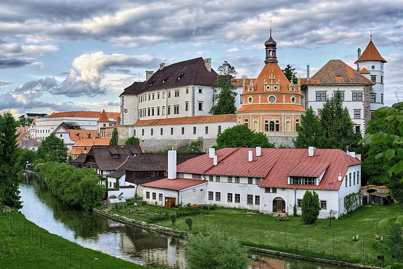 File:Castle Jindrichuv Hradec (view from south-west).jpg