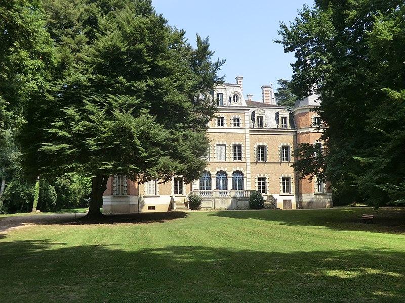 Château Bouchet de Fareins.