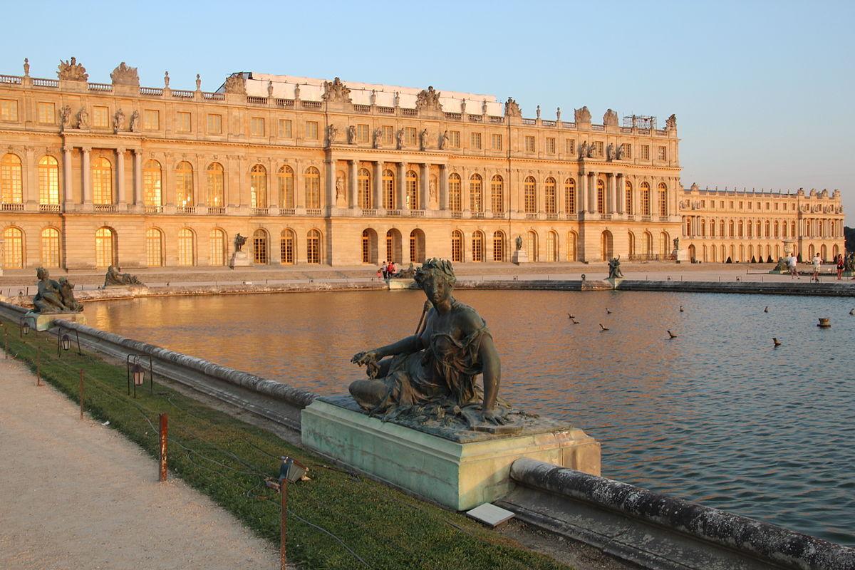 Château de Versailles au coucher du soleil en 2013 28.jpg