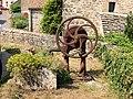 Châteauneuf-FR-21-pompe villageoise-01.jpg