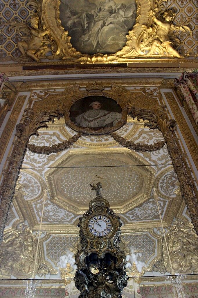 File chambre de la reine versailles 09 jpg wikimedia - Chambre de la reine versailles ...