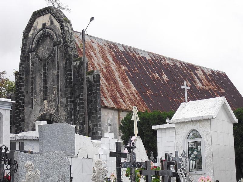 Prise de vue depuis le cimetière de la Chapelle Sainte Jeanne d'Arc (monument historique) à Saint André (La Réunion)