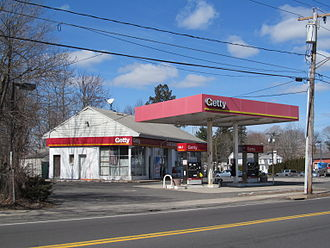 Getty Oil - In Cheshire, Connecticut, a Cheshire Getty roadside gasoline station.