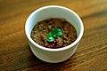 Chokoladeluft med karamel, hindbær og mynte (4482018874).jpg