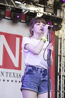 Lauren Mayberry in concerto nel 2013