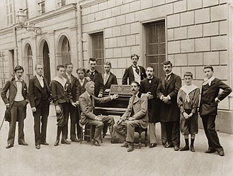 Maurice Ravel - Piano class of Charles de Bériot in 1895, with Ravel on the left