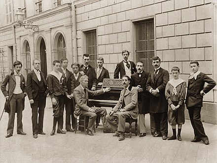 Piano class of Charles de Beriot in 1895, with Ravel on the left Classe Beriot 1895.jpg