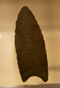 Clovis spear point, British Museum.jpg