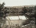 Collectie Nationaal Museum van Wereldculturen TM-60061944 Dam in de Rio Cobre, waarbij electriciteit opgewekt wordt Jamaica fotograaf niet bekend.jpg