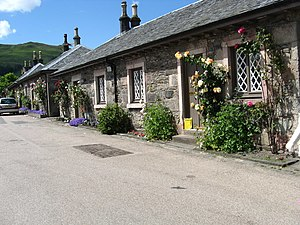 Luss - Image: Colourful cottages at Luss geograph.org.uk 1358192