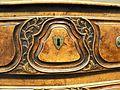 Commode cintrée style Louis XV, 18e, feuillage, rameau, écusson 2.JPG