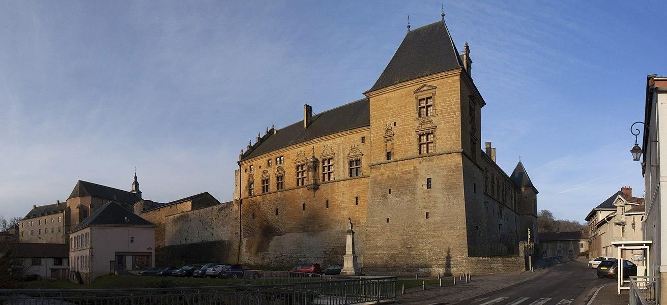 Château de Cons-la-Grandvillecommuns, oratoire, terrasse, fossé, tour, galerie, salon, cheminée, cuisine, sous sol, salle à manger, élévation, toiture, décor intérieur, mur de soutènement