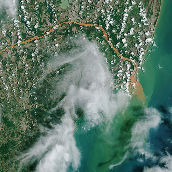 File:Contaminated Rio Doce Water Flows into the Atlantic - NASA.jpg