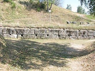 Costești-Cetățuie Dacian fortress - Image: Costesti Cetatuie Dacian Fortress 2011 Bastion Tower