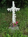 Coulombiers (Sarthe) croix blanche, D129.jpg