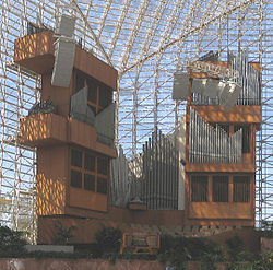 Crystal Cathedral organ.jpg