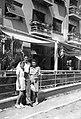 Családi fotó 1943-ban a Rákóczi út 20. üdülőszálló előtt. Fortepan 5836.jpg