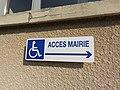 Curis-au-Mont-d'Or - Panneau accès mairie PMR (août 2018).jpg