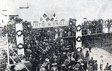 Photo d'une manifestation en faveur de l'Énosis sur l'île au début des années 1930.