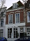 foto van Huis met rechte gevel, metselwerk van de verdieping