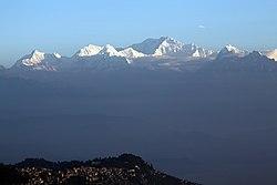 Darjeeling & Mt Kangjenjunga (8131820332).jpg