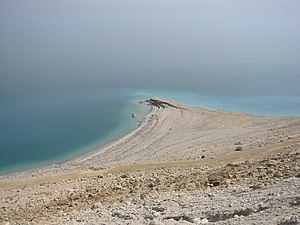 English: Dead Sea as seen from Qumran. Portugu...