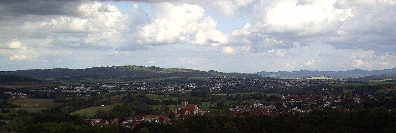 Der Blick vom Hühnerberg über Burghaun nach Hünfeld.JPG