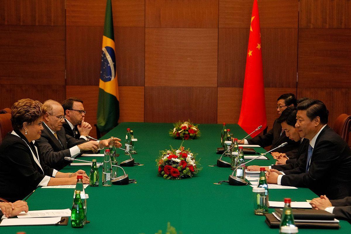 relação comercial brasil e china vantagens Em julho de 2014, foi o presidente chinês que esteve no brasil, na argentina, na venezuela e em cuba, exercendo seu papel de principal parceiro comercial da região.