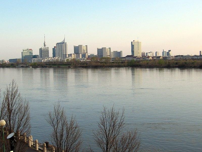 File:Donau-Wien-UNOcity2.jpg