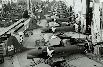 SBD Dauntless dive bombers being built in the Douglas Aircraft Factory, El Segundo Douglas Aircraft Factory - El Segundo.PNG