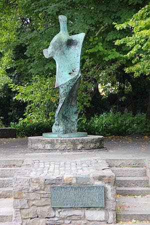 Standing Figure: Knife Edge - Image: Dublin St Stephens Green William Butler Yeats Memorial 02