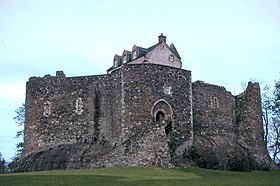 Dunstaffnage Castle.jpg