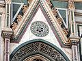 Duomo di firenze, medaglioni intarsiati in marmi nei timpani delle finestre sui fianchi 03.JPG