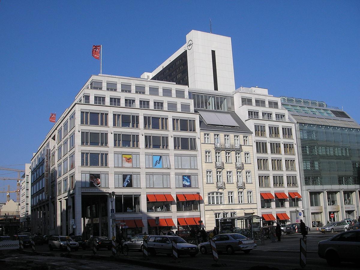 Bildergebnis für fotos vom kaufhaus dussmann berlin