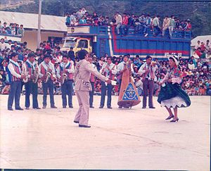 Huayno - Huayno players and dancers in Peru