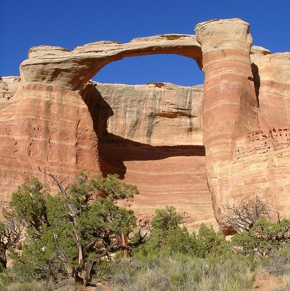 East rim arch