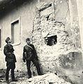 Egy falusi házba becsapódott 8 cm-es gránát nyoma a magyar csapatok bevonulása idején. Fortepan 76985.jpg