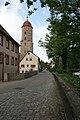 Ellwangen Stadtmauer mit Kirche.jpg
