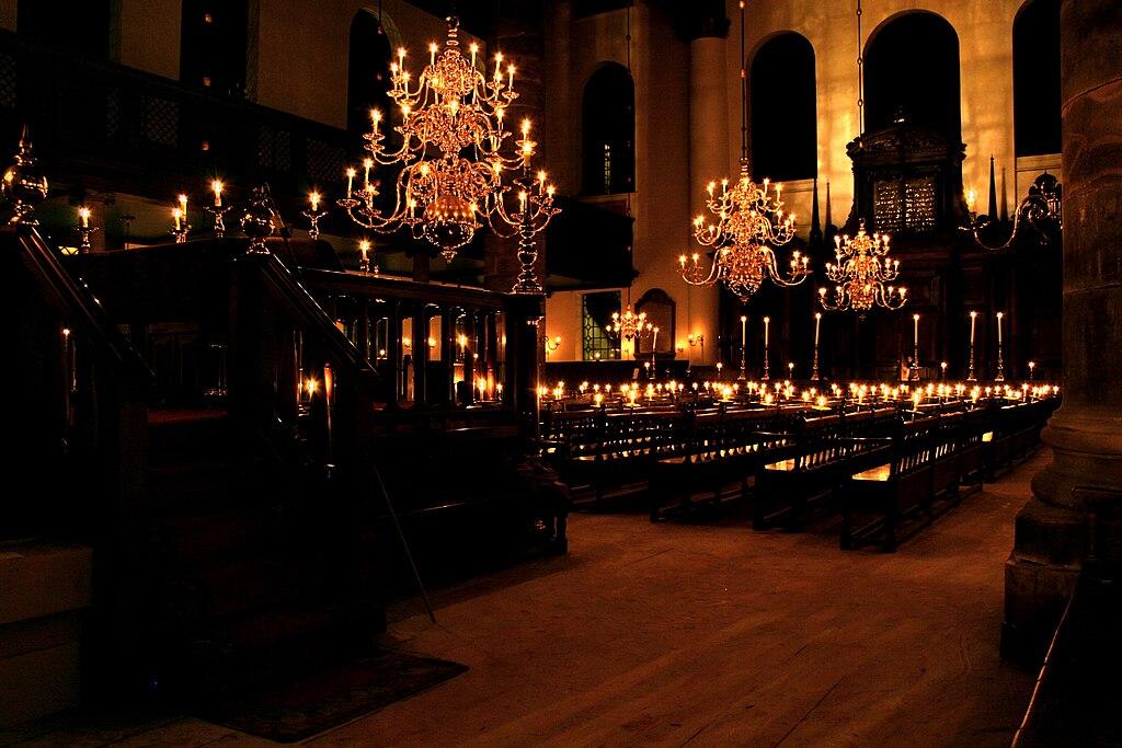Intérieur de la Synagogue portugaise d'Amsterdam - Photo de Massimo Caterinella