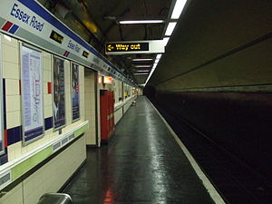 Essex Road railway station - Image: Essex Road stn southbound
