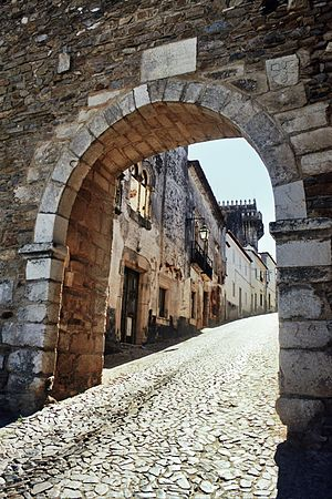 Estremoz - Estremoz, 13th century entrance